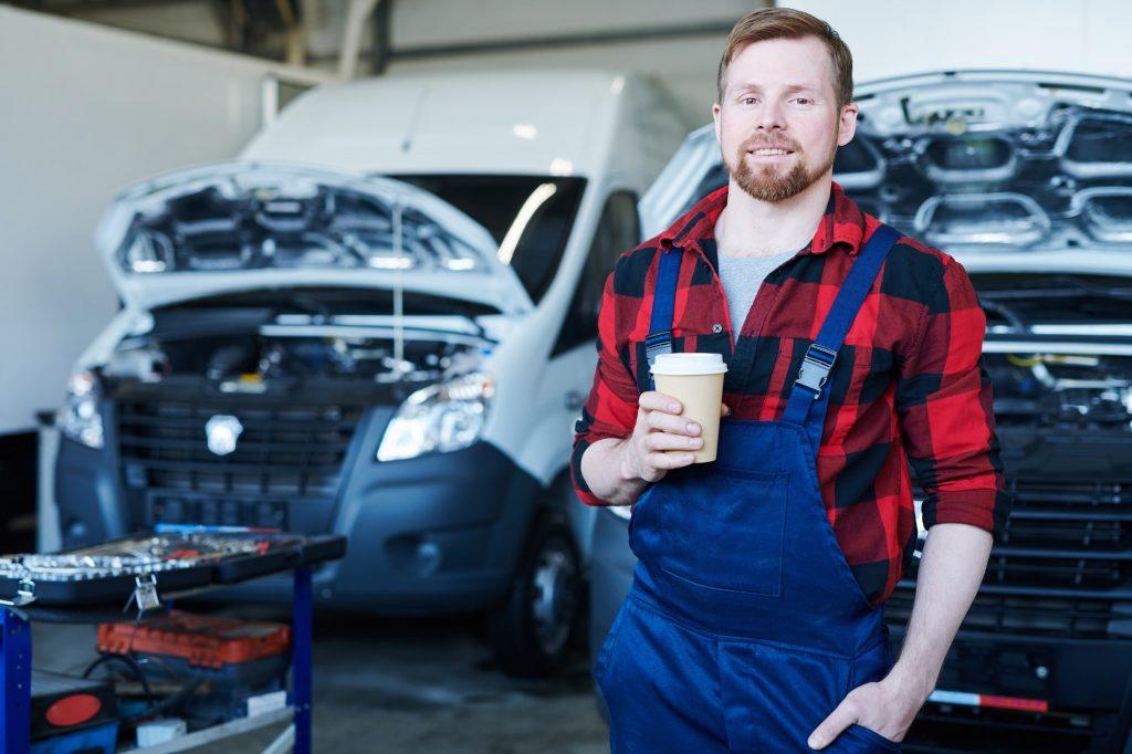Mechanic of car service center